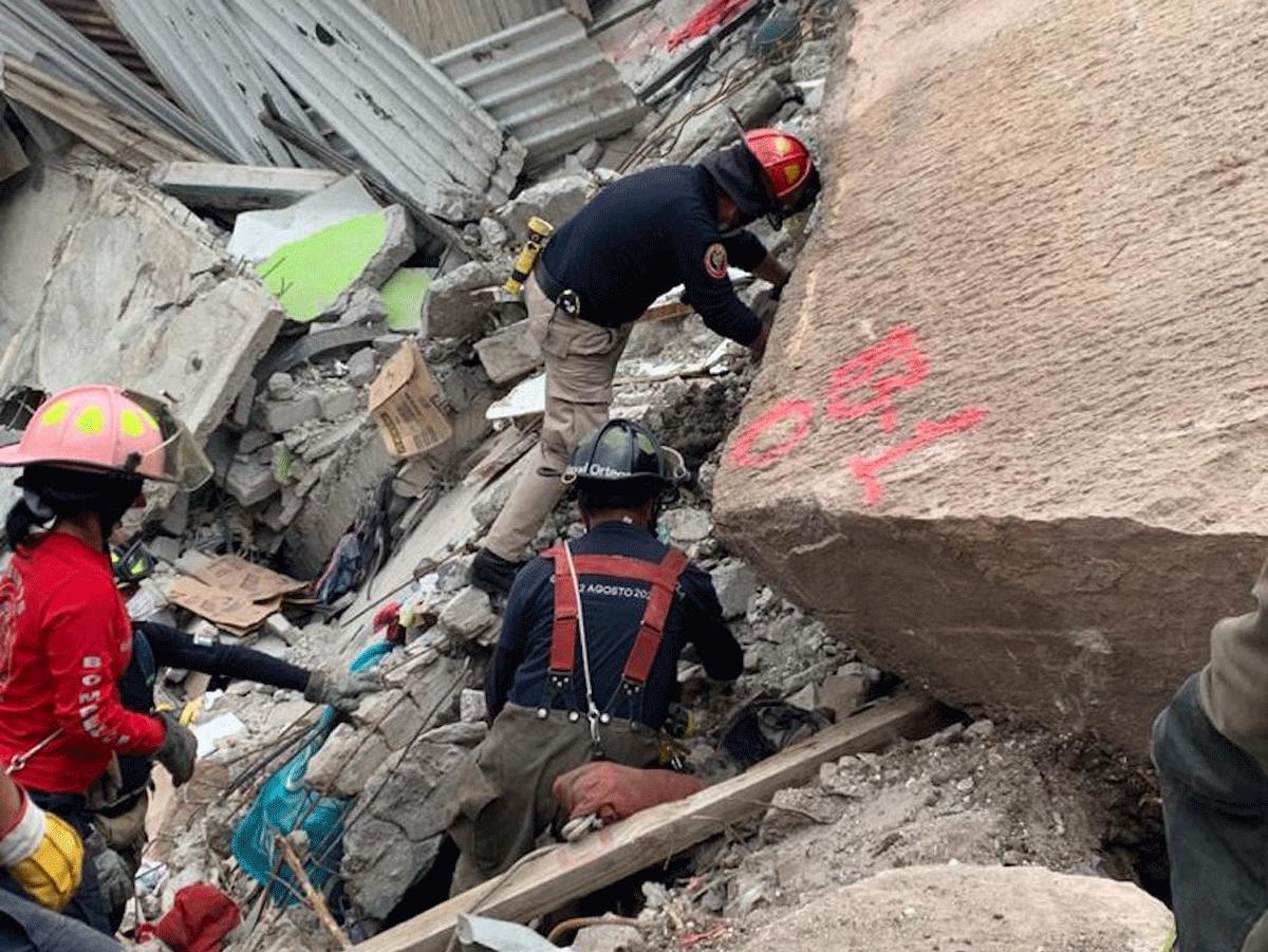 Siguen los trabajos de búsqueda de dos personas en Tlalnepantla