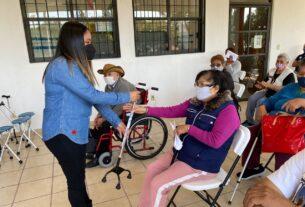 Personas con discapacidad reciben aparatos en Cuautitlán